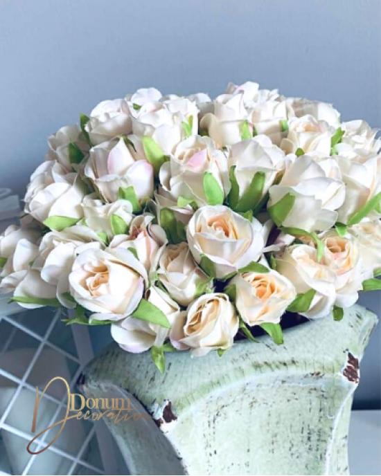 Szálas rózsabimbó / Törtfehér-lágy rózsaszínnel